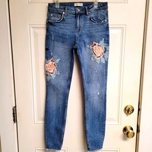 Zara Woman Embroidered flower patch skinny jeans